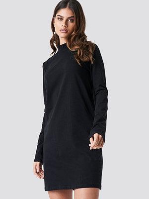 Luisa Lion x NA-KD High Neck Jersey Dress svart