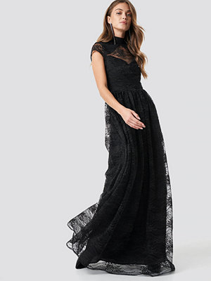 NA-KD Party Lace High Neck Maxi Dress - Festklänningar