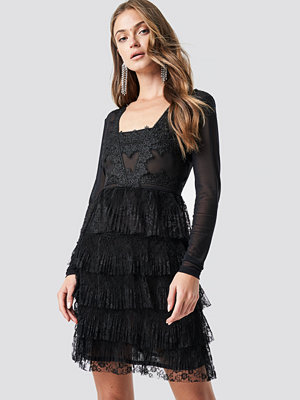NA-KD Party Mesh Sleeve Lace Mini Dress svart