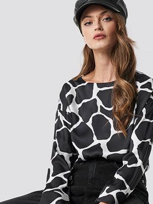 NA-KD Giraffe Print Blouse svart multicolor