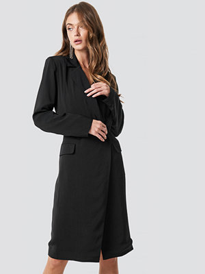 NA-KD Classic Wrap Over Midi Blazer Dress svart