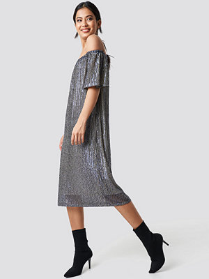 NA-KD Party Ruched Off Shoulder Sequins Dress blå