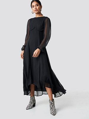 NA-KD Trend Cup Detail Chiffon Dress svart