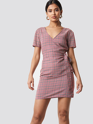 NA-KD Knot Detail Checkered Dress röd