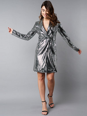 NA-KD Party Square Sequins Blazer Dress silver