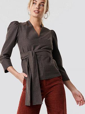NA-KD Trend Puff Shoulder Tie Waist Blouse brun