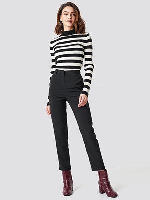 NA-KD Classic svarta byxor Straight Leg Suit Pants svart