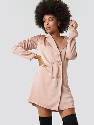 Glamorous Satin Suit Dress rosa