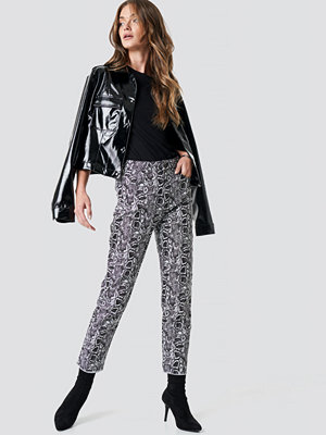 NA-KD mönstrade byxor 5 Pocket Snake Printed Pants multicolor