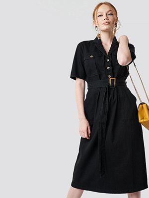 NA-KD Trend Belted Cargo Midi Dress svart
