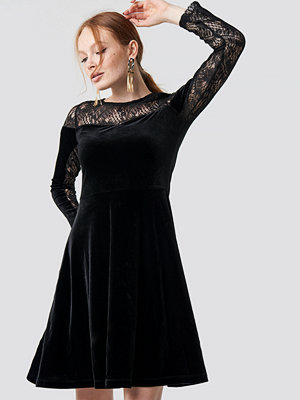 Trendyol Velvet Lace Detailed Evening Dress svart