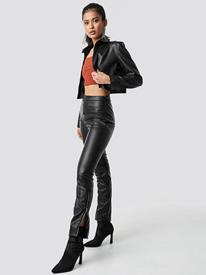 Hannalicious x NA-KD svarta byxor Zip Detailed Faux Leather Pants svart