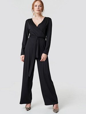Jumpsuits & playsuits - NA-KD Trend V-neck Wrap Jumpsuit svart