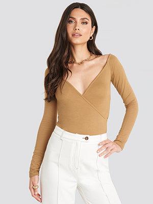 NA-KD Overlap Long Sleeve Top beige