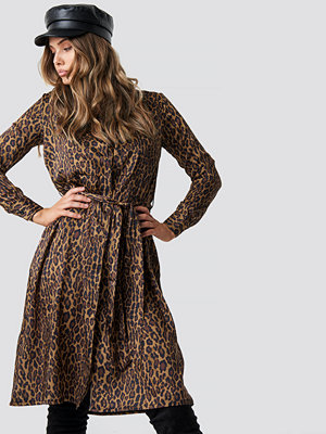 NA-KD Trend Leopard Print Satin Dress brun