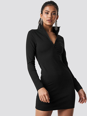 Hannalicious x NA-KD High Neck Zip Dress svart
