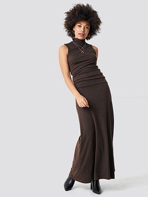 NA-KD Trend Maxi Polo Rib Dress - Långklänningar