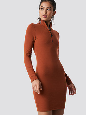 Hannalicious x NA-KD High Neck Zip Dress orange
