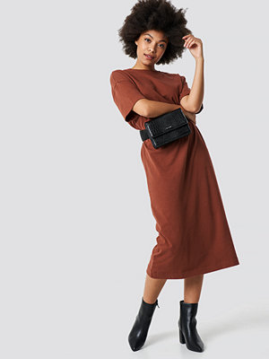 NA-KD Trend Washed Out Oversize Dress brun röd