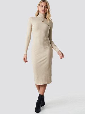 Anna Nooshin x NA-KD High Neck Ribbed Dress beige