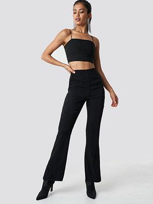 Hannalicious x NA-KD svarta byxor High Waist Bootcut Suit Pants svart
