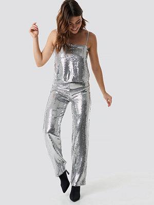 Linn Ahlborg x NA-KD ljusgrå byxor Sparkle Striped Flared Pants silver
