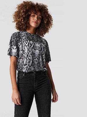 T-shirts - NA-KD Trend Snake Print Tee