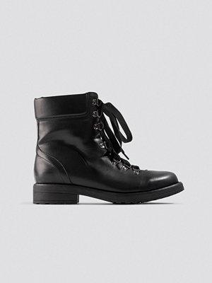 NA-KD Shoes Low Combat Boots svart