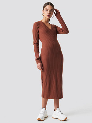 NA-KD Trend V-neck Ribbed Midi Dress brun