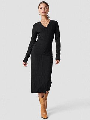 NA-KD Trend V-neck Ribbed Midi Dress - Midiklänningar