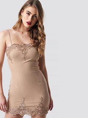 Pamela x NA-KD Lace Detailed Bodycon Dress beige