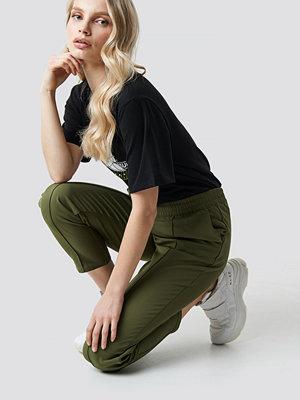 NA-KD omönstrade byxor Elastic Waist Seamline Pants grön
