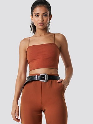 Hannalicious x NA-KD Cropped Straight Singlet orange