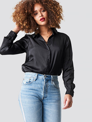 NA-KD Long Sleeve Satin Shirt - Skjortor