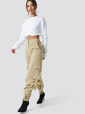 Ivana Santacruz x NA-KD omönstrade byxor Cargo Pants beige