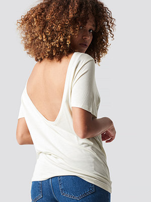 NA-KD Viscose Deep Back Tee vit