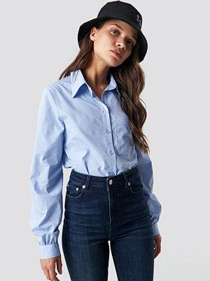 NA-KD Classic Pointy Collar LS Shirt blå