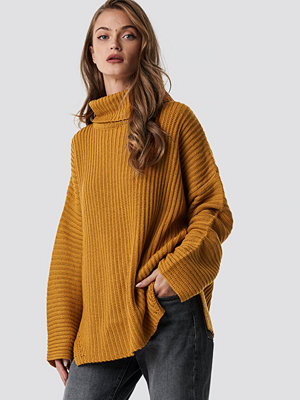 NA-KD Trend Side Slits High Neck Sweater orange