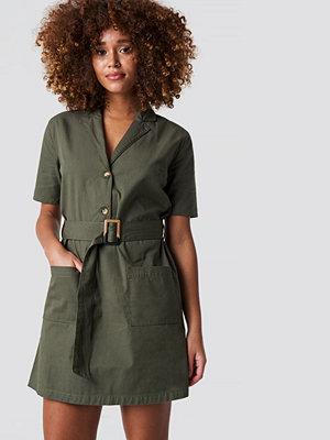NA-KD Trend Belted Cargo Mini Dress - Korta klänningar