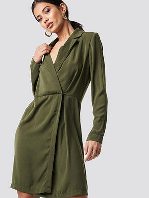 NA-KD Party Collared Wrap Over Midi Dress grön