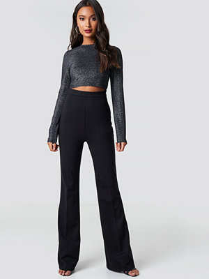 Dilara x NA-KD svarta byxor High Waisted Creased Pants svart