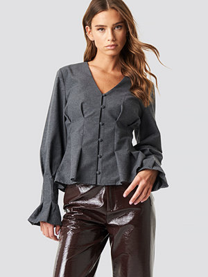 NA-KD Trend Button Up Balloon Sleeve Blouse grå