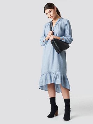 NA-KD Boho Buttoned Neckline Puff Sleeve Dress blå
