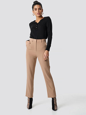 NA-KD Classic High Waist Suit Trousers beige byxor
