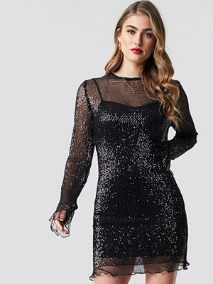 Pamela x NA-KD LS Sequin Transparence Dress svart
