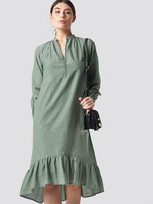 NA-KD Boho Buttoned Neckline Puff Sleeve Dress grön
