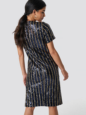 NA-KD Party Striped Sequins Side Slit Dress blå multicolor