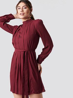 Trendyol Ruffle Detailed Mini Dress röd