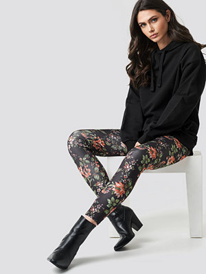 NA-KD Dark Floral Leggings multicolor