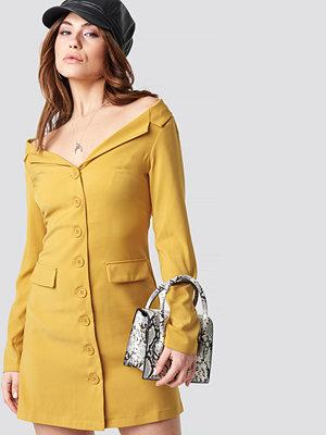 NA-KD Off Shoulder Blazer Dress gul